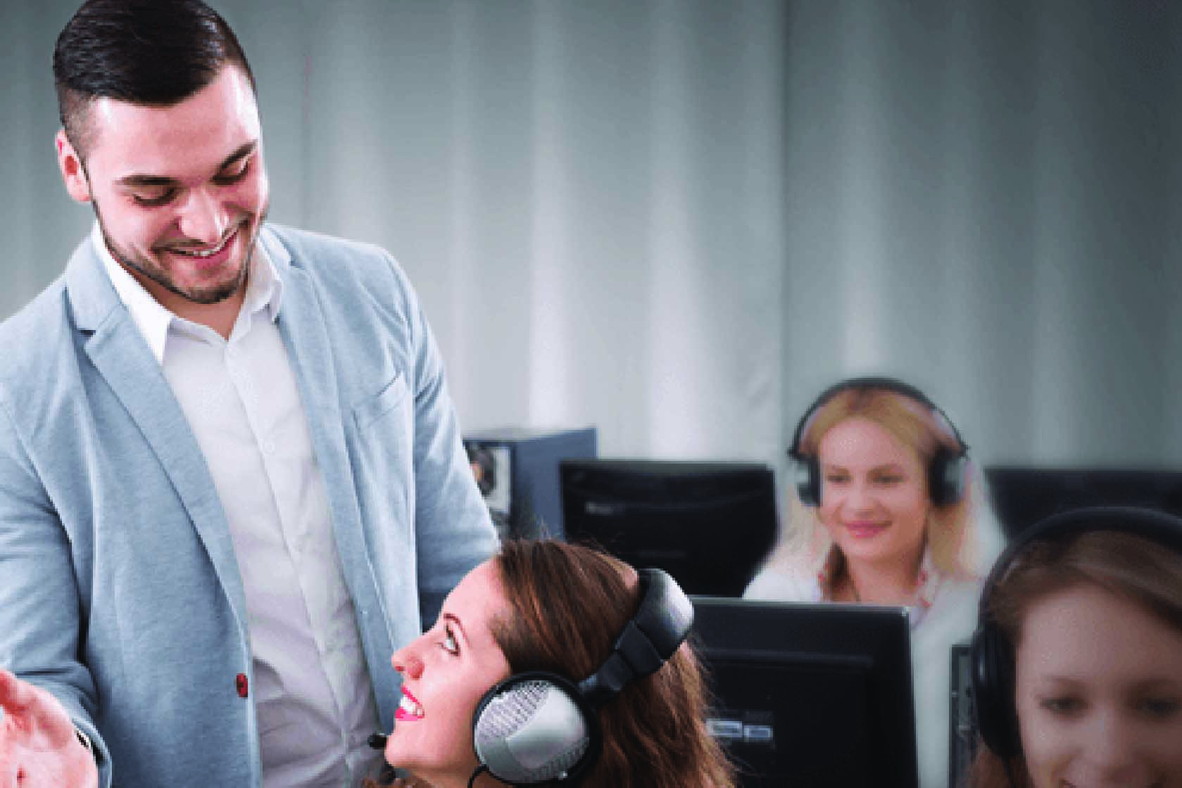 A guy managing in contact centre